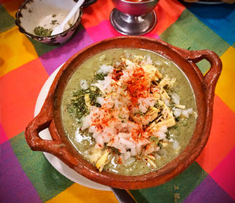 Pozole plato tradicional mexicano